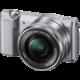 Sony Alpha 5000 + 16-50mm, stříbrná