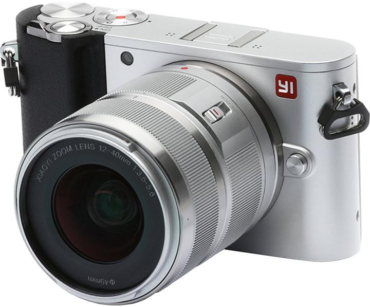 Yi M1 + 12-40mm, stříbrná