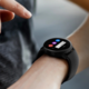Bez drátů i na cestách. Hodinky Samsung Galaxy Watch Active přijdou sposilou