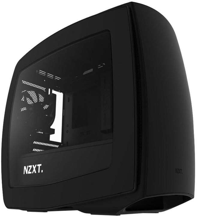 NZXT Manta, černá, okno