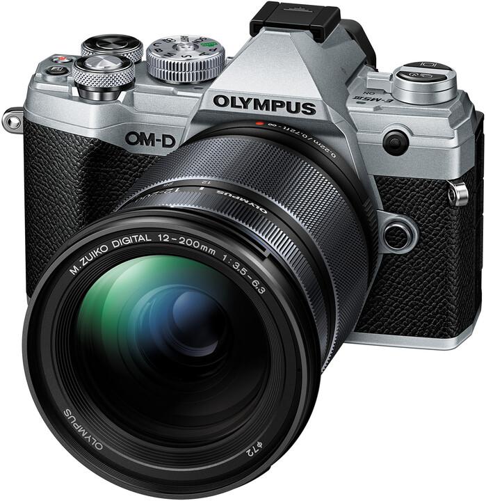 Olympus E-M5 Mark III + 12-200mm II, stříbrná/černá