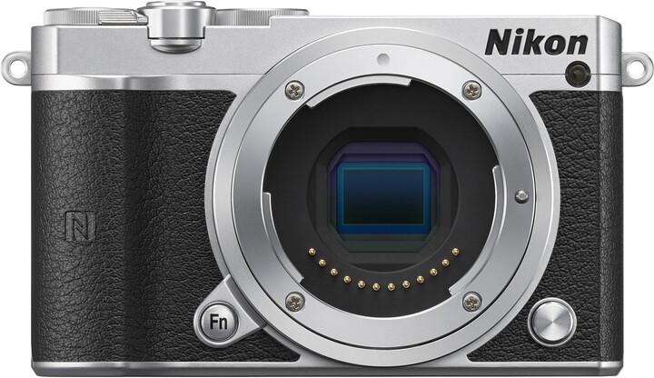 Nikon 1 J5 tělo, stříbrná